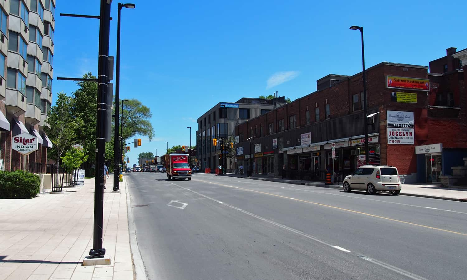 Looking east on Rideau Street with 450 Rideau in context