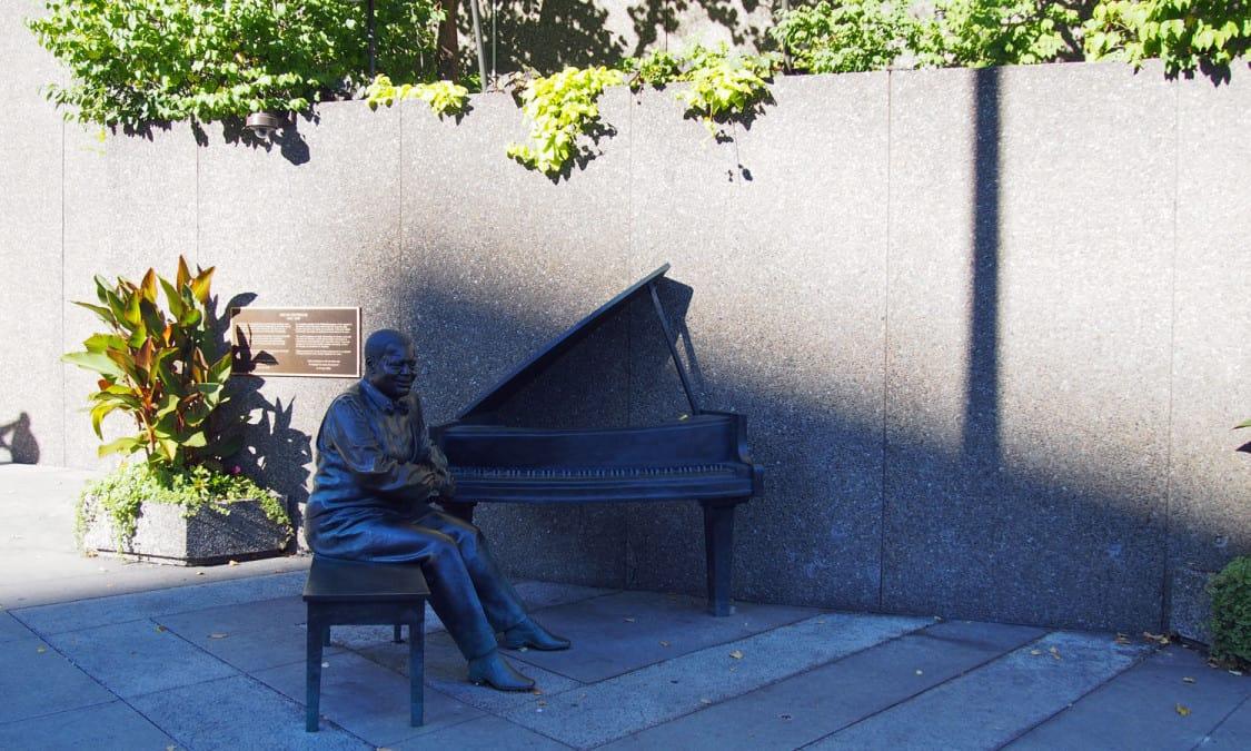 Oscar Peterson bronze figure at the corner of Elgin Street and Mackenzie King Bridge