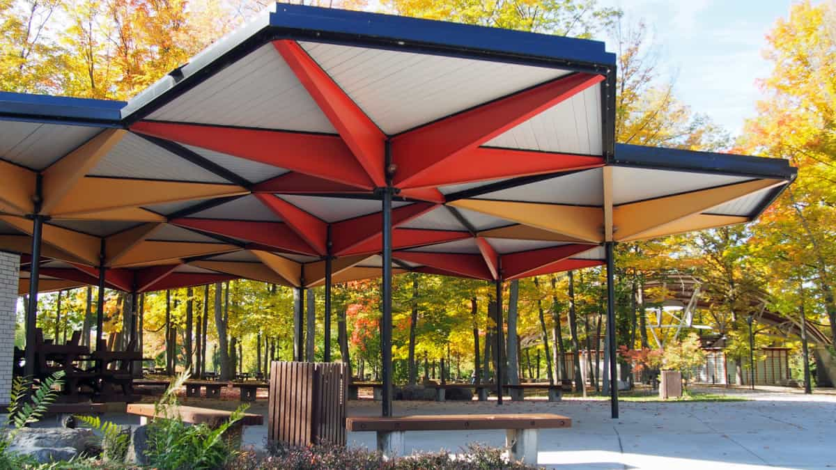 Highlighting the geometric character and importance of colour of the pavilion canopies